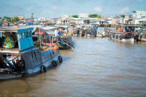 mekong-floating-market_1385-3113